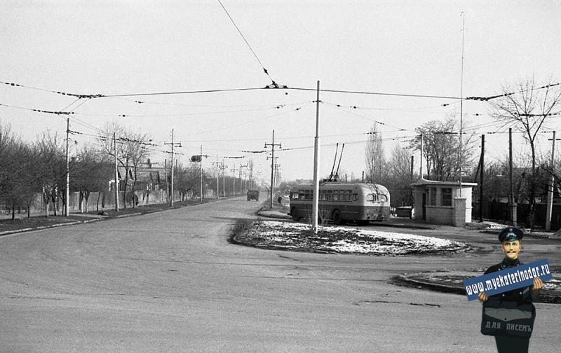 Краснодар. Троллейбус МТБ-82Д на оборотном кольце в начале улицы Северной