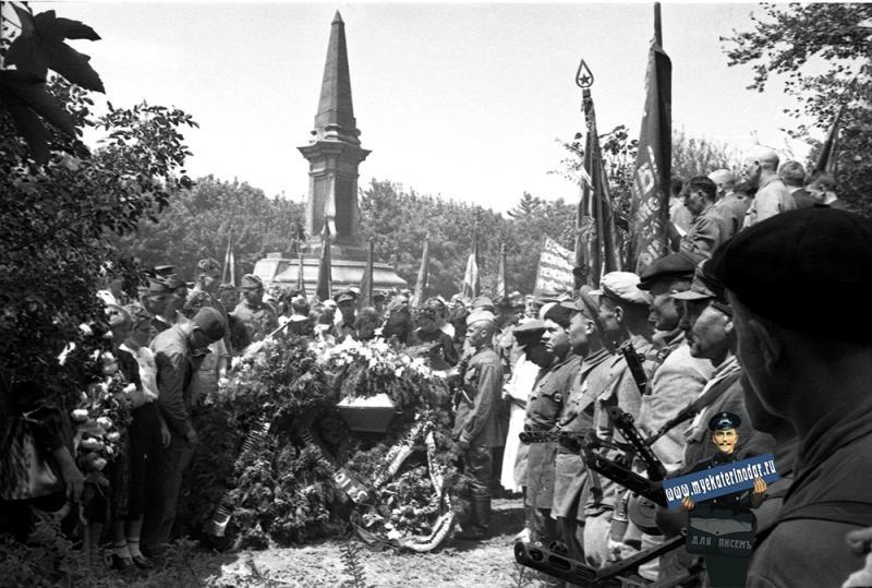 Краснодар. Похороны братьев Игнатовых. 16 Мая 1943 года.