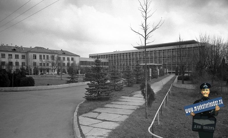 Краснодар. Учебные корпусам Мехфака и Гидрофака КСХИ на улице Калинина