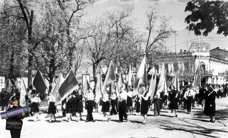 Краснодар. Ученики сш № 36 на демонстрации, 1963 год