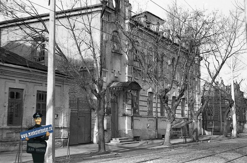 Краснодар. Угол улиц Коммунаров и Гимназической, вид на север, 1979 год