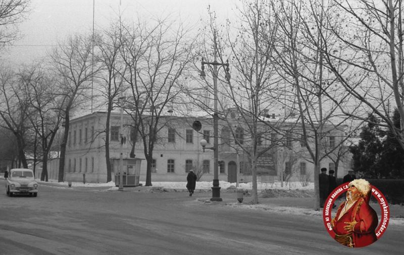 Краснодар. Угол улиц Красной и Тельмана, вид на юго-запад. Зима 1963/1964 годов