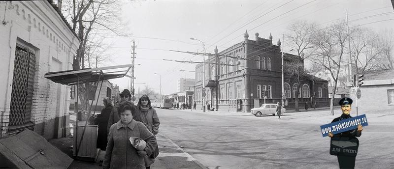 Краснодар. угол улиц Октябрьской и Горького, вид на юг. 1987 год