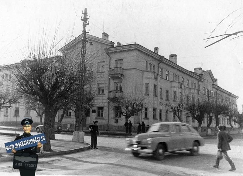 Краснодар. Угол улиц Пушкина и Шаумяна. Вид на юго-запад.
