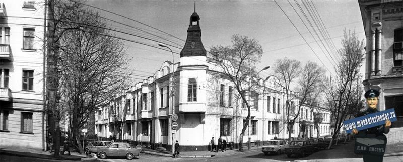 Краснодар. Улица им. В.И. Чапаева, 85/61. Средняя школа № 28.