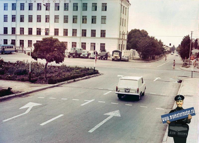 Краснодар. На перекрёстке улиц Красная и Бабушкина. Апрель 1971 года.