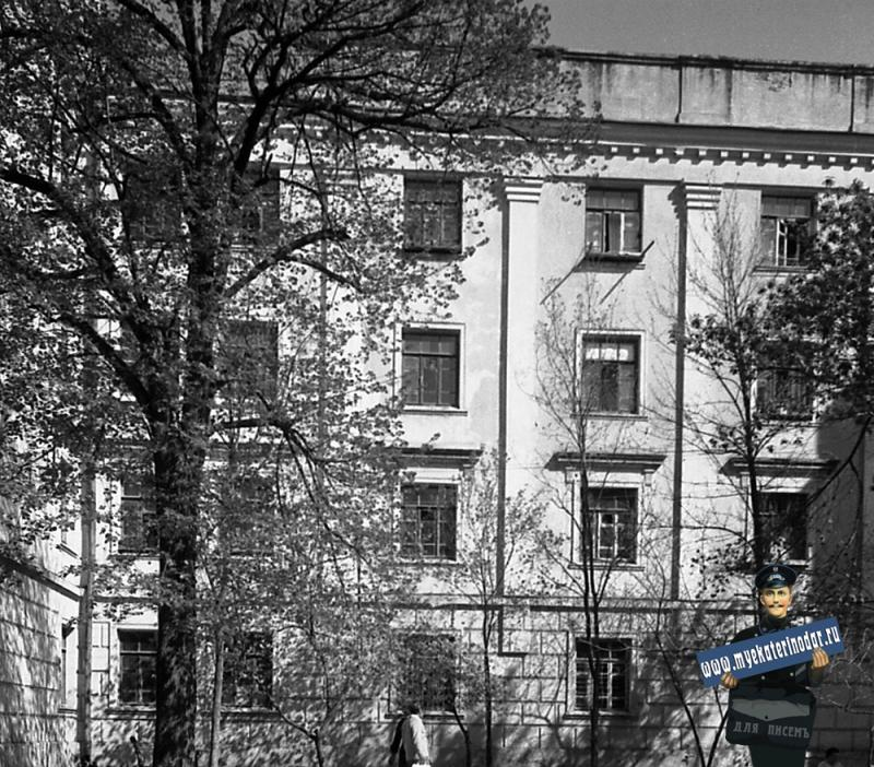 Краснодар. Улица Октябрьская № 12 (вид центральной части, фото 2)