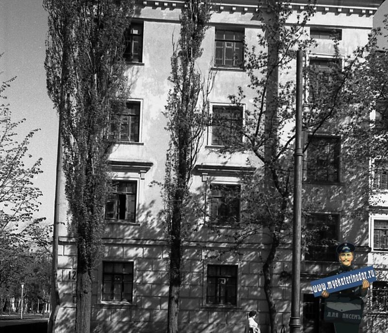 Краснодар. Улица Октябрьская № 12 (вид левой части, фото 1)