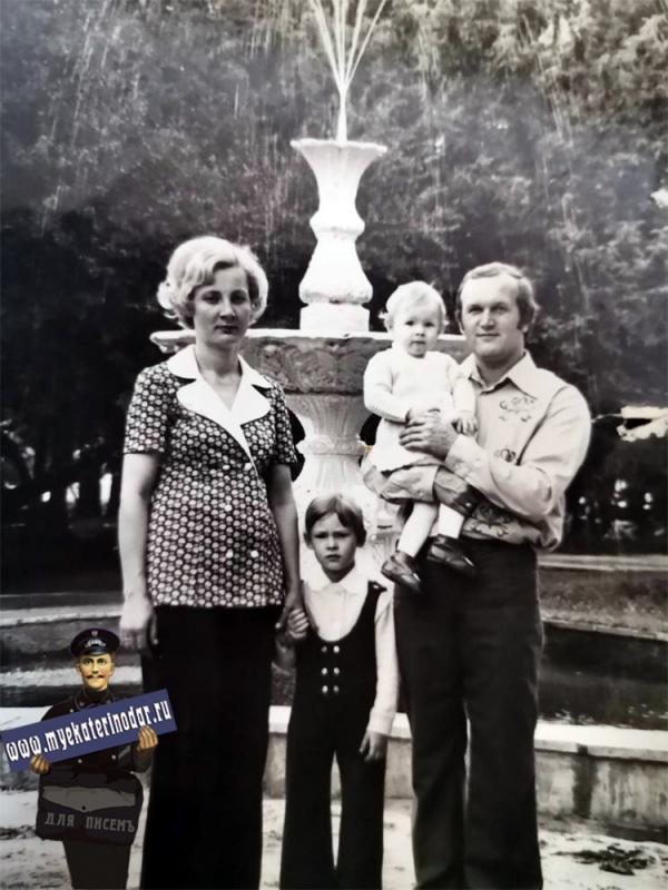 Краснодар. В горпарке у фонтана, 1978 год.