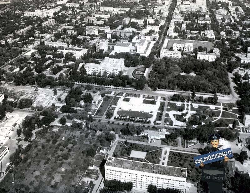 Краснодар. Вид на перекресток ул. Тельмана и Красной, 1978 год