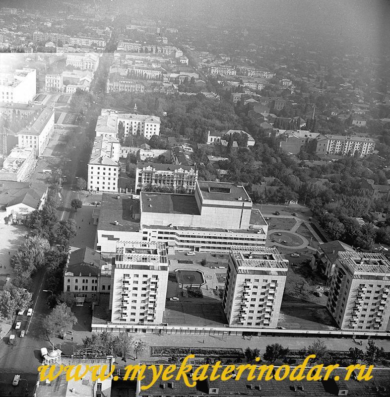 Краснодар. Вид на северную часть города от перекрёстка улиц Красной и Мира