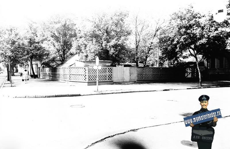 Краснодар. Вид на юг по улице Красноармейской.