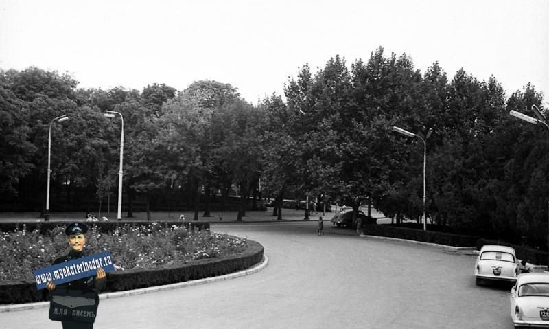 Краснодар. Вид перед зданием Крайкома КПСС