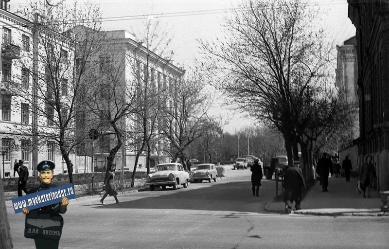 Краснодар. Вид с перекрёстка улиц Шаумяна и Ленина в строну Первомайского сквера