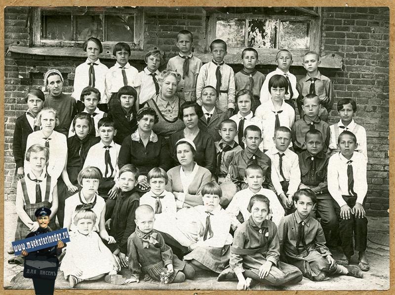Краснодар. Выпуск 4-го класса 4-й школы, 20.06.1934 года