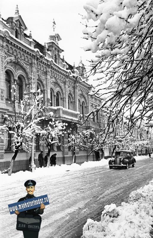 Краснодар. У Дворца Пионеров на улице Ворошилова