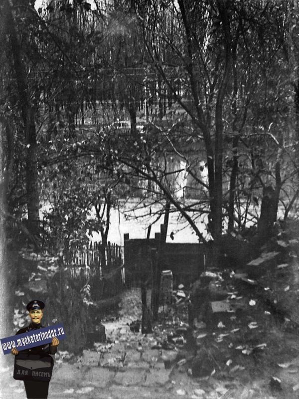 Краснодар. Улица Кубано-Набережная, 40. Вид на Карасунский канал