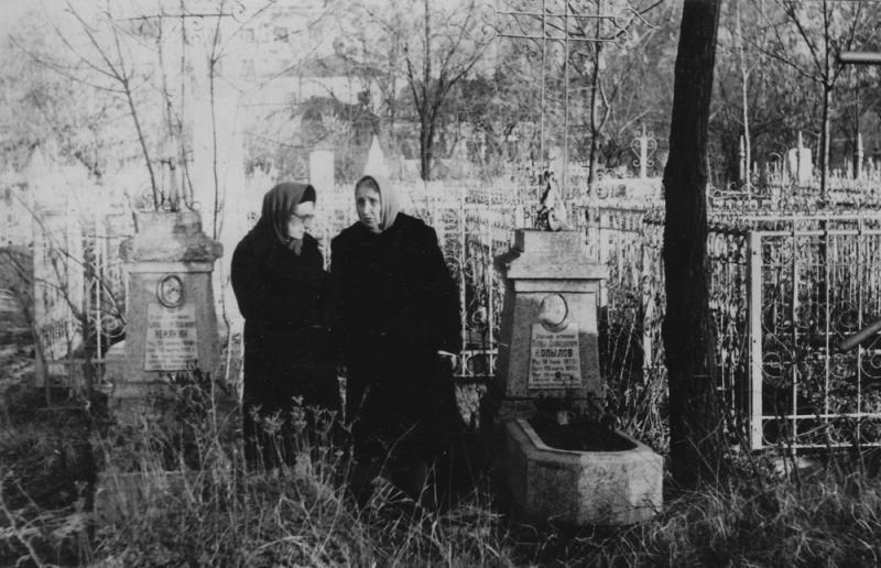Краснодар. Могилы ученых-агрономов Зенякина А.П. и Копылова П.Д. на старом кладбище