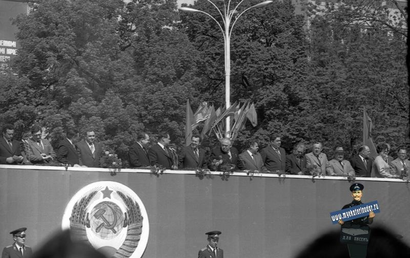 Краснодар. Первомайский парад принимает Медунов С.Ф., 1982 год