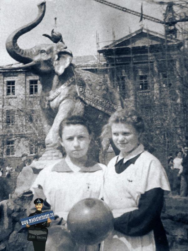 Краснодар. Парк со слоном, 1 мая 1958 года