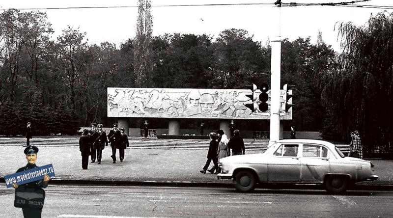 Краснодар. Площадь памяти героев, смена почётного караула. 1979 год.