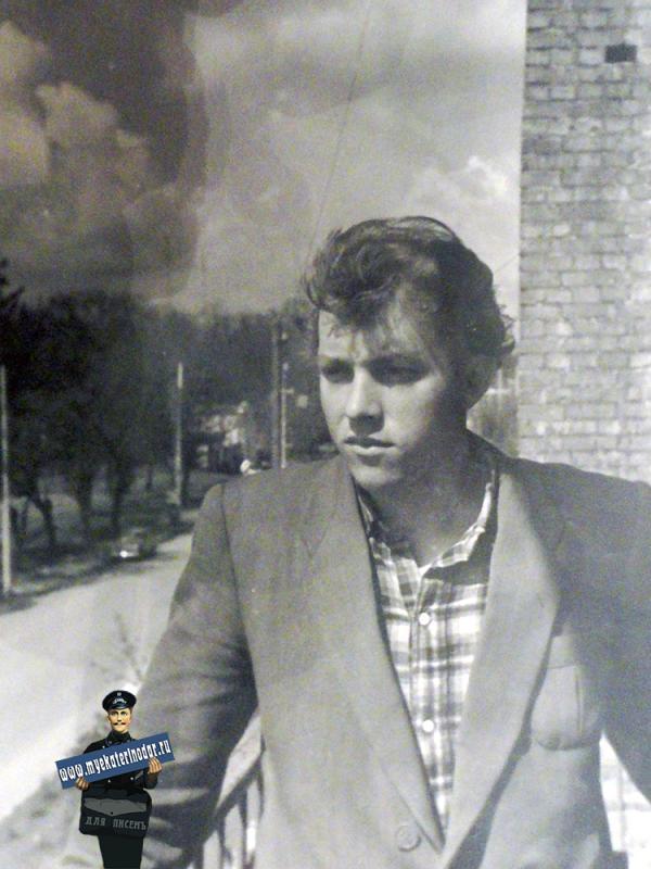 """Краснодар. Вид на улицу Тельмана и Горпарк с балкона """"Стодворки"""", 1962 год"""
