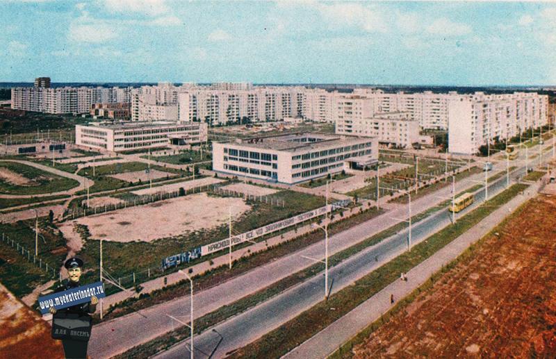 Краснодар. Улица Сормовская. Школы №20 и №37, начало 1980-х