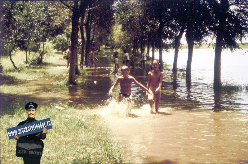 Краснодар. Лужи на затоне после тропического ливня, июль 1987 года..
