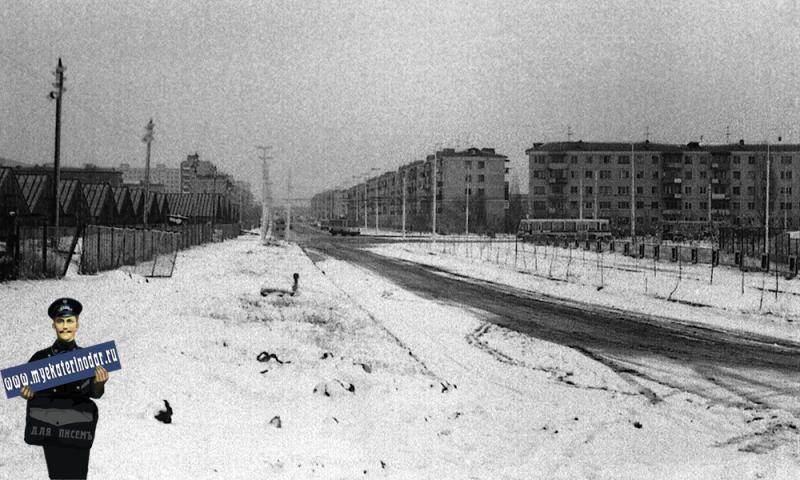 Краснодар. Улица Атарбекова, на пересечении с Герцена, 1980 год