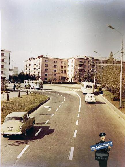 Красная. Улица Красная, перекрёсток с ул. Офицерской. Март 1971 года.