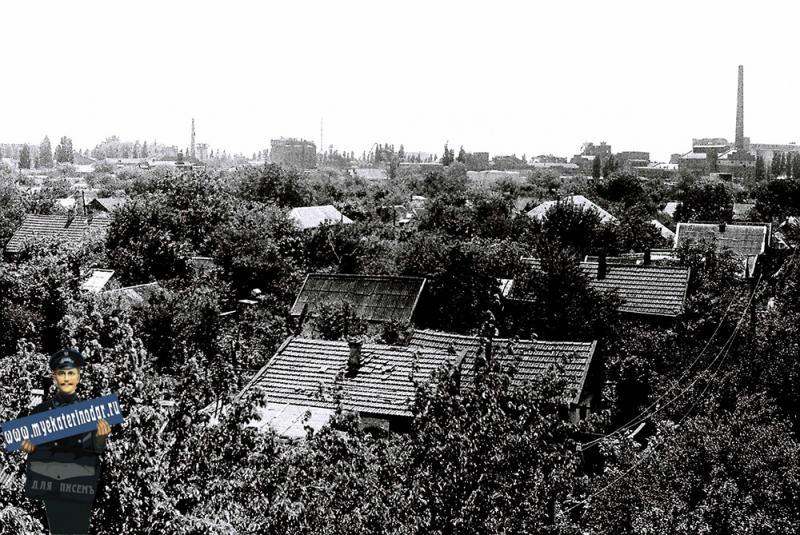 Краснодар. Вид на  жилые кварталы с моста через ул.Щорса, 1979 год.