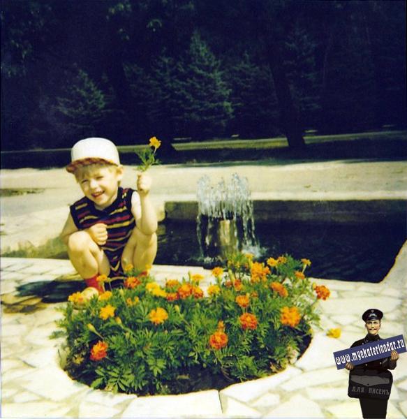 Вот такие Клумбы и фонтанчики были раньше на пл. Труда