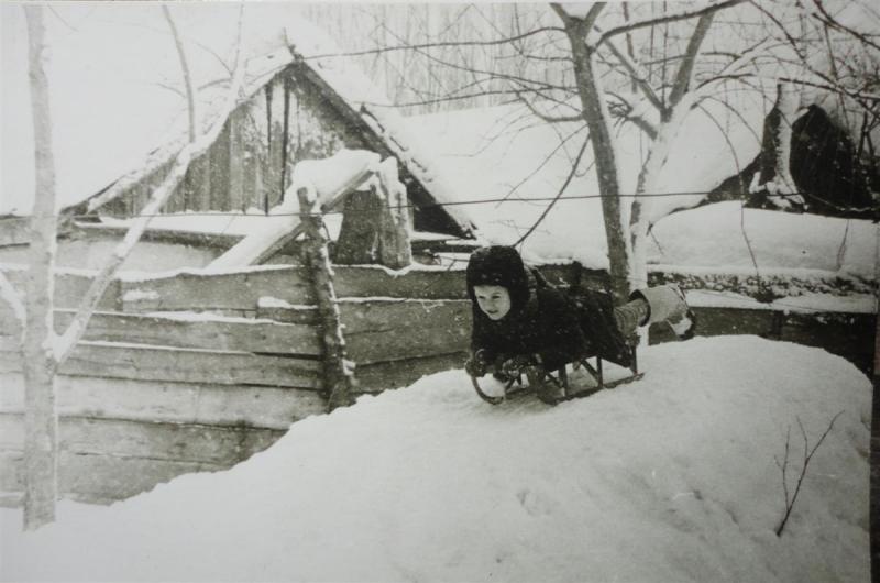 Краснодар. Снежная горка во дворе на улице Насыпная, 46 (Гудима, 68)