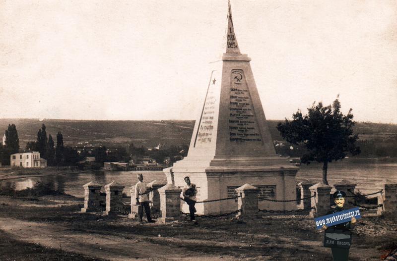 Геленджик. Памятник борцам Революции, 1923 год