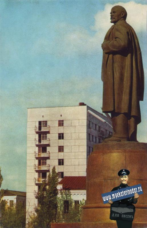 Майкоп. Памятник В.И.Ленину. 1973 год