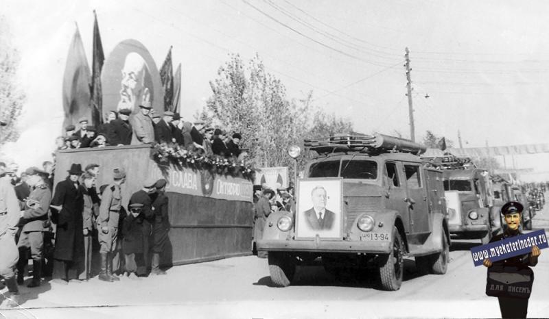 Ус-Лабинк. Демонстрация в станице Усть-Лабинской, 1957 год.