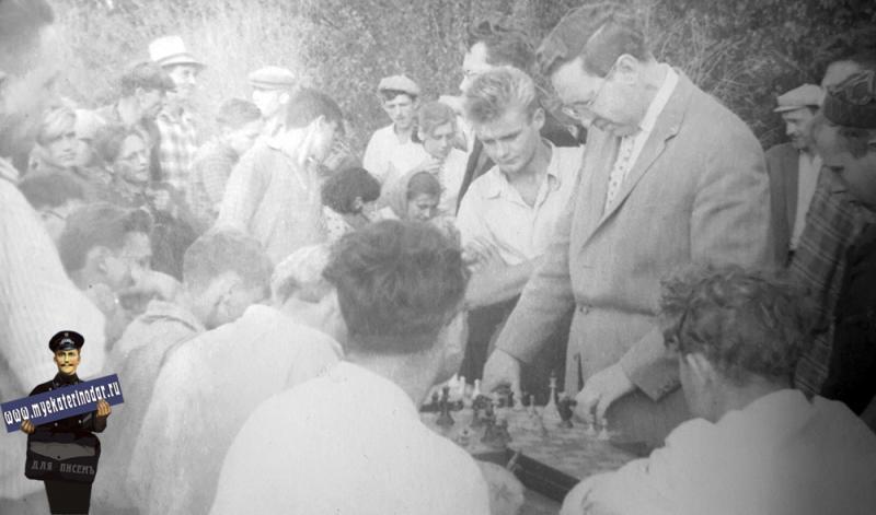 Ст. Некрасовская. Сеанс одновременно игры на 15 досках, 1961 год.
